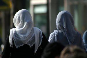 hoofddoekjes verbieden?